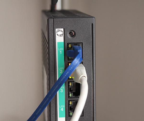 CR-N765とネットを繋ぐモデム側