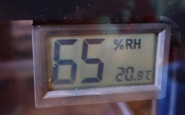 ED-80CDBの湿度計はとても見やすい