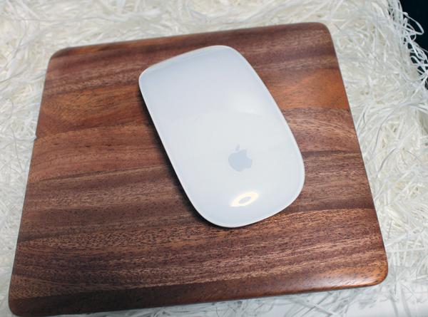 iMac5Kにピッタリのマホガニー製マウスパッドが残念だった