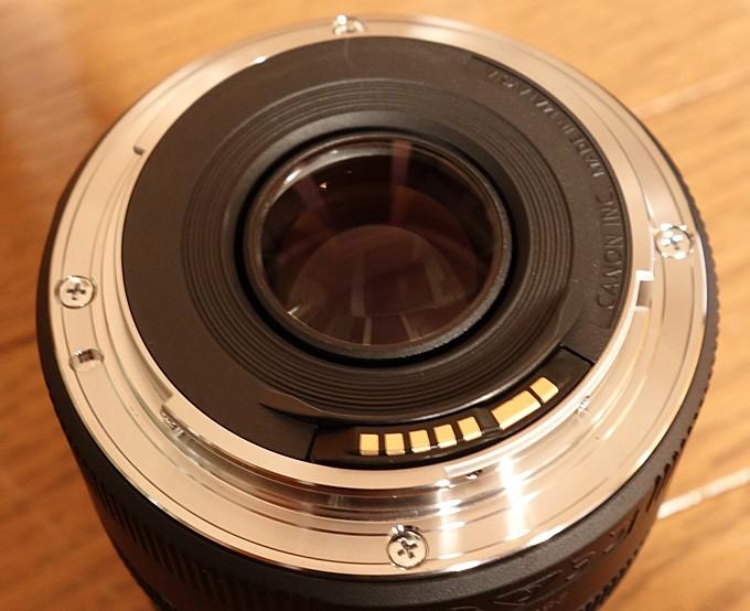 EF50mm F1.8 STMは金属(マウント部)を採用