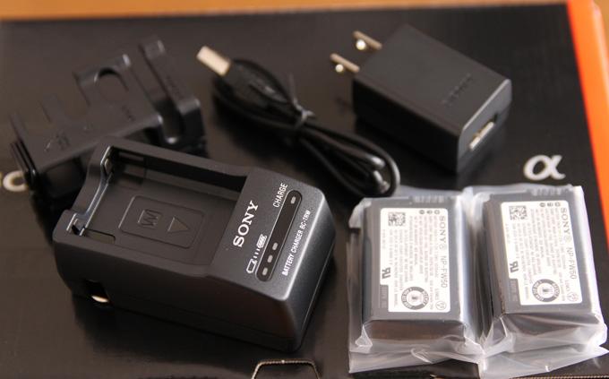 α7sのバッテリーは2個でバッテリーチャージャーは小さい