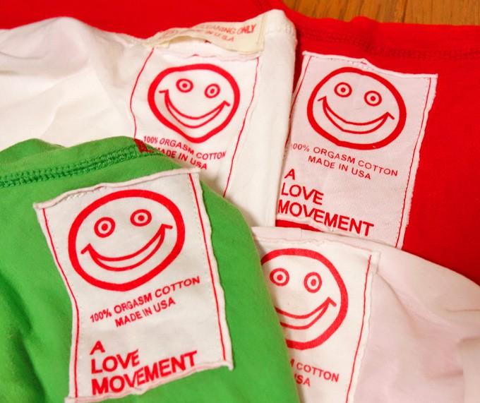 A LOVE MOVEMENT(ア ラブ ムーブメント)のオーガズムコットンTシャツは抜群の着心地の良さ