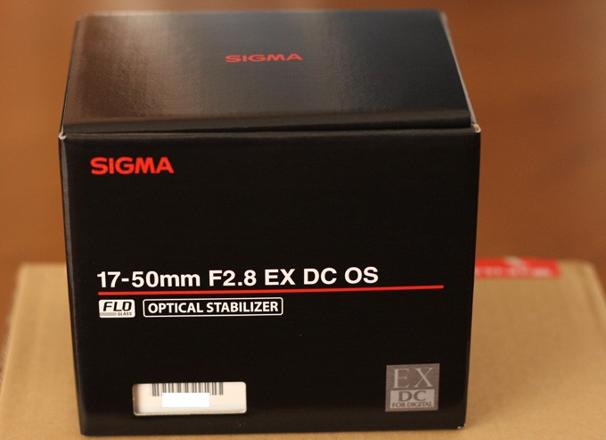 17-50mm F2.8 EX DC OS HSMの箱