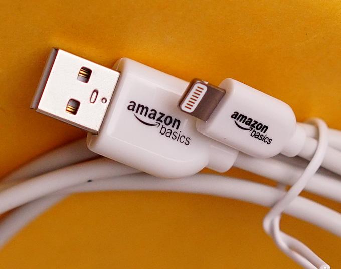 amazon basicsロゴ入りApple認証ライトニングUSB充電ケーブル