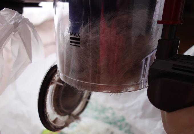 ダイソンDC61のダストカップの掃除は相変わらずダメ