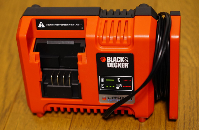 無駄に大きいバッテリー充電器ブラックアンドデッカー