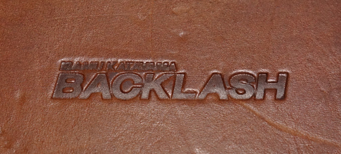 BACKLASH(バックラッシュ)のGUIDI(グイディ)レザーティッシュケースの裏面