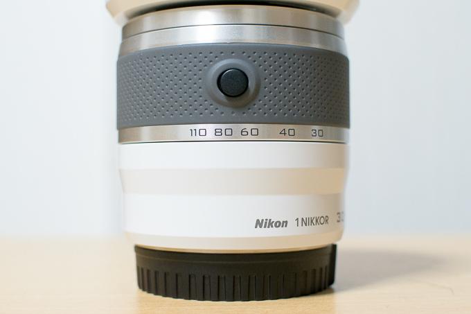 1 NIKKOR VR 30-110mm f/3.8-5.6はボタンを押さないと電源オンにならない