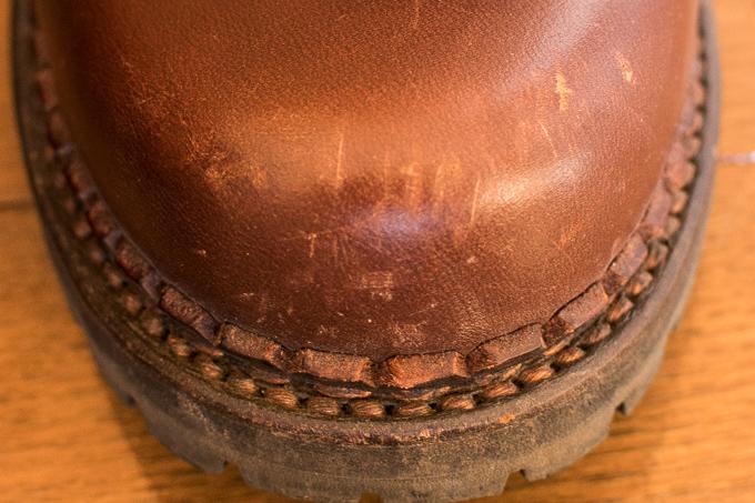 安藤製靴のチャッカブーツは傷がつきやすい