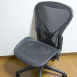 微妙な椅子ハーマンミラーのアーロンチェアライトを腰痛なしがレビューする