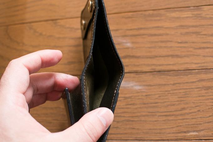 WILDSWANSのミニ財布「PALM」の札入れは使いやすい