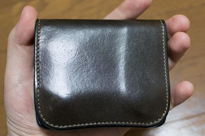 WILDSWANSのミニ財布「PALM」のサイズは手のひらサイズで小さい