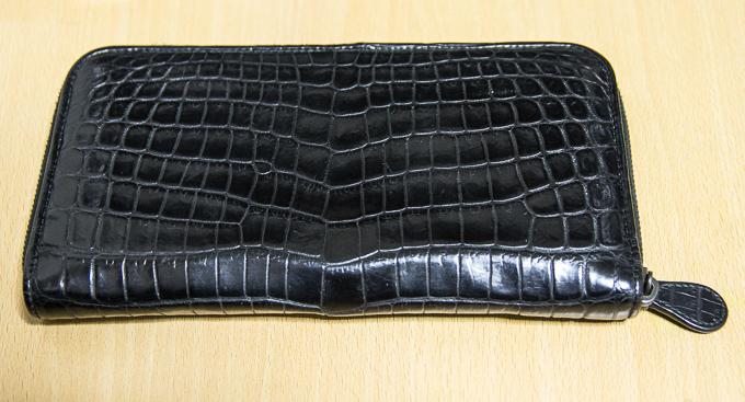 貴重?ボッテガヴェネタのクロコダイル財布ジップアラウンドウォレット