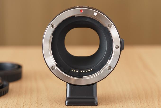 CanonマウントアダプターEF-EOS Mの電子接点部分