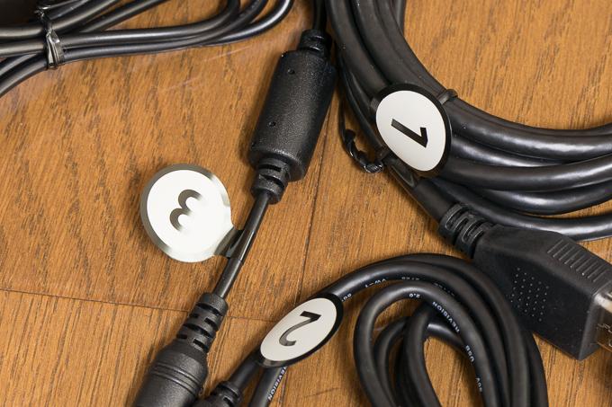 PSVRのケーブル類に番号が割り振られている