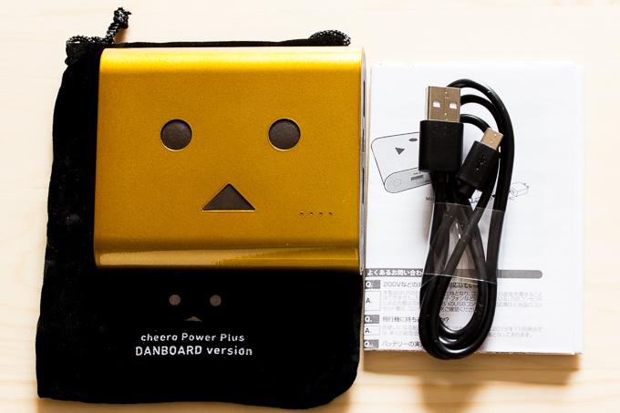 cheeroのダンボーモバイルバッテリーの外観と付属品