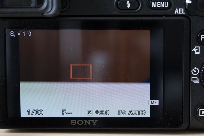 α6500は液晶ダブルタップでファインダー撮影時もピント拡大に