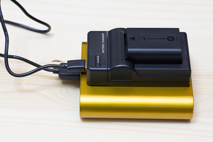 エーポケUSB充電器でソニーαのカメラバッテリーがモバイルバッテリーで充電可能