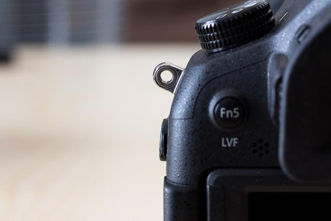 カメラのアイレットに通せないピークデザインのアンカーリンクス