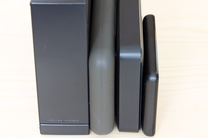 各社ポータブルHDDの厚み比較