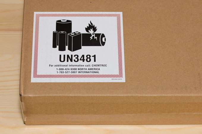 iPadのダンボール箱に貼られていたUN3481