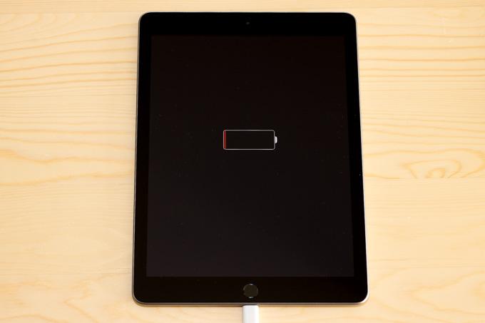 新型iPadは充電ゼロで届いた