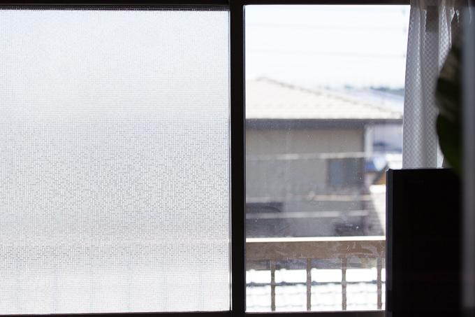 CottonColors(コットンカラーズ)3D窓用フィルムを貼った窓