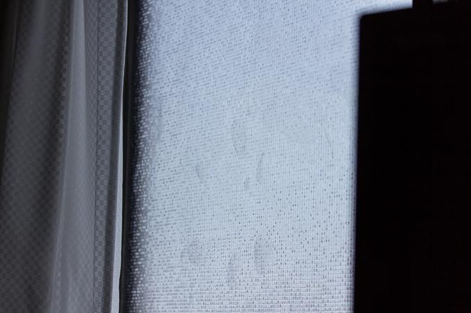 CottonColors(コットンカラーズ)3D窓用フィルムにできた気泡