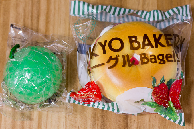 Tokyo Bakery ベーグル(クリームチーズ&ストロベリー) とぷるぷるビーズinメロン(食べごろメロン)