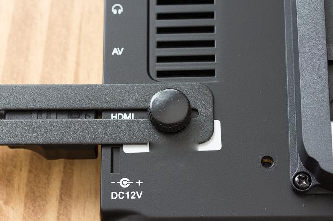 FW760のHDMIプラグロック