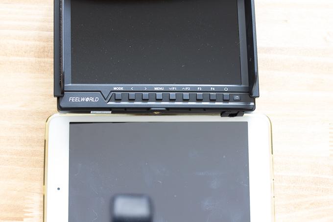 FeelworldのFW760とiPad mini(7.9インチ)の液晶サイズ比較