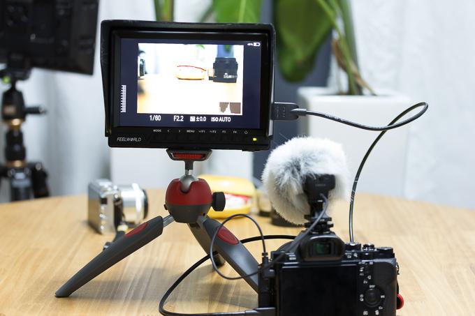 FW760は繋いで電源を入れた段階でカメラ側の液晶が自動でオフになる仕様