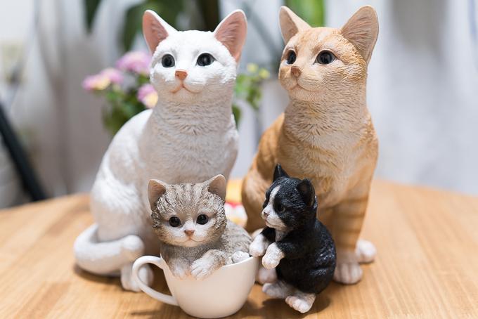 レジン製の猫のガーデンオーナメント