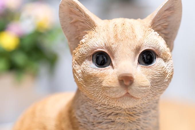 塗りが雑なレジン製の猫の置物オーナメント