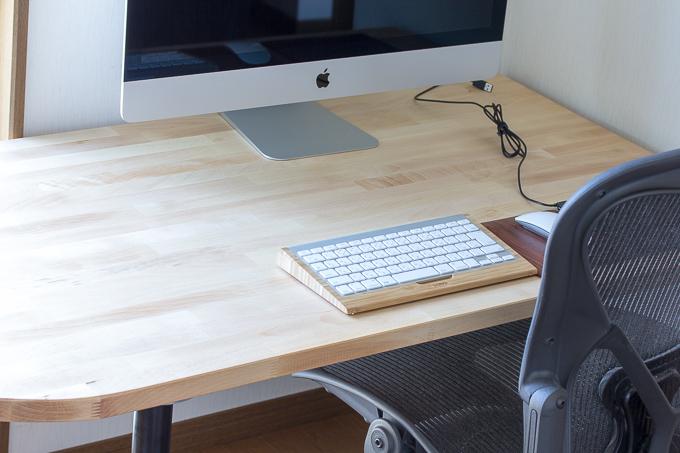 イケアのGERTONテーブルトップとOLOV脚で作ったPCデスク