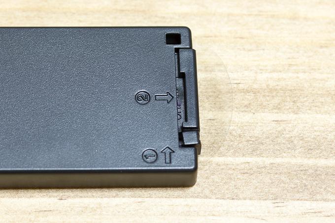 NEEWERソニーカメラ用ワイヤレスリモコン詳細の電池部分