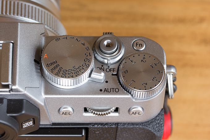 X-T20の位置が悪く、小さく浅くて押しづらいFnボタン