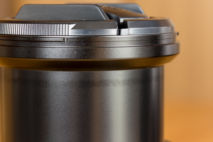 XF18-55mmF2.8-4 R LM OISの鏡筒の油汚れ