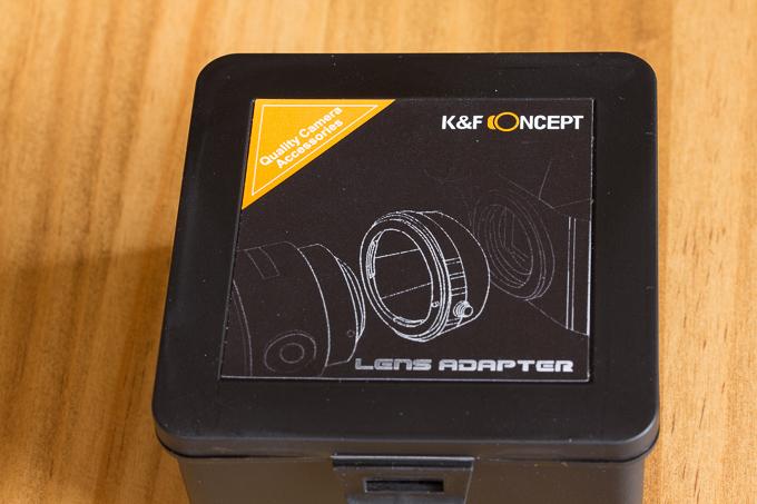 プラスチックの箱入りのK&F Conceptのマウントアダプター