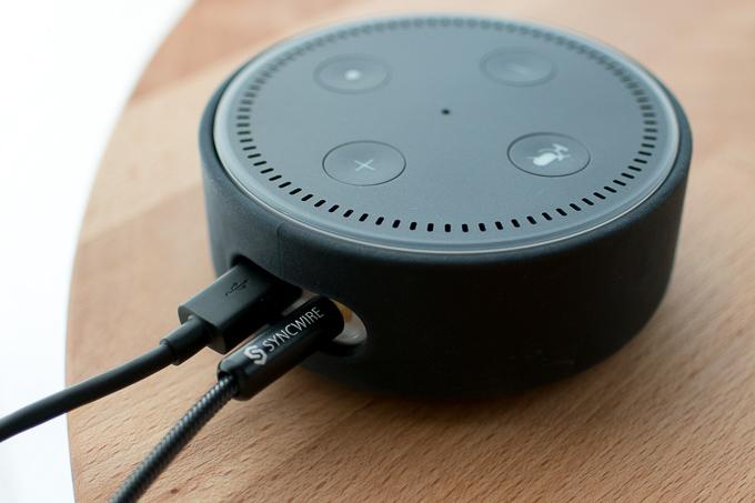 AUXケーブルとAmazon Echo Dotを接続