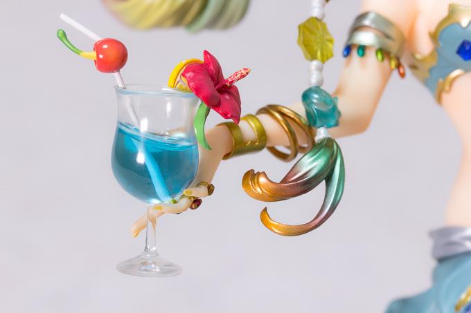 「レ・フィーエ」フィギュアの落ちやすいグラス