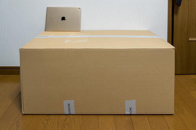 ソニーストアから届いたソニーのサウンドバーHT-S200Fのダンボール箱