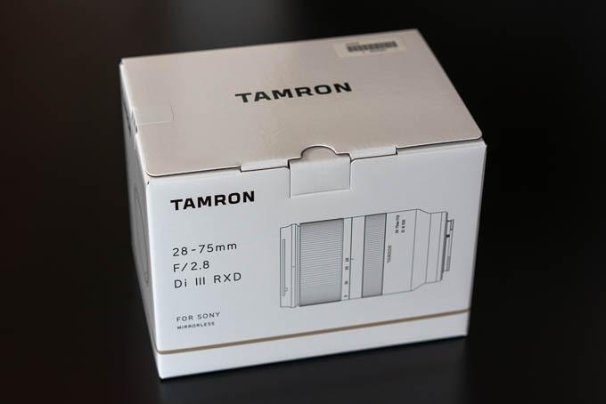 タムロンの28-75mm F/2.8 Di III RXD(Model A036)の化粧箱