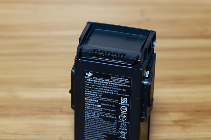 端子部分剥き出しのMavic Airのバッテリー