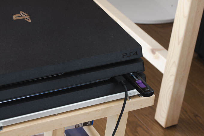 PS4のシステムソフトウェア入りのUSBメモリ