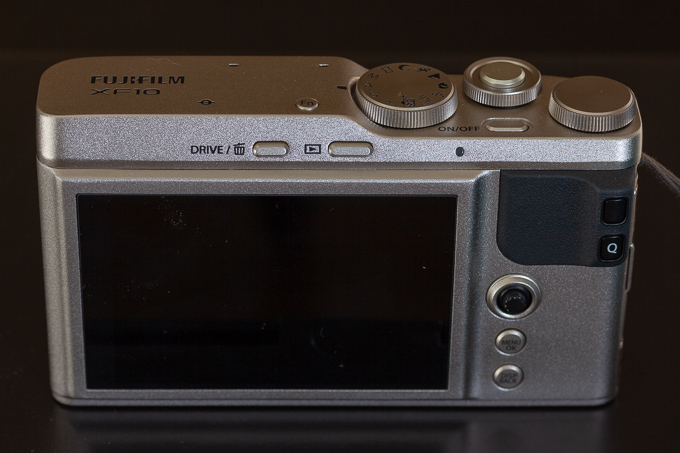 XF10の背面写真